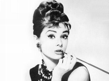 Audrey_Hepburn_in_BREAKFAST_AT_TIFFANYS